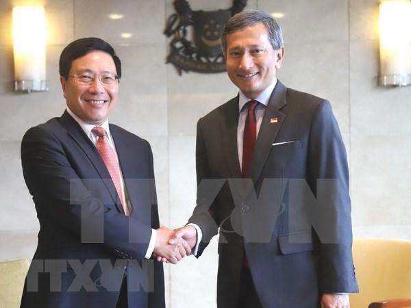 Vietnam y Singapur decididos a fortalecer cooperacion por intereses estrategicos compartidos hinh anh 1