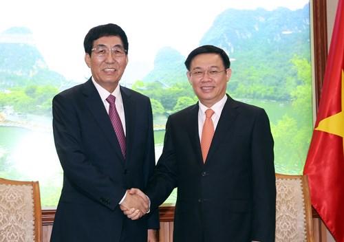 Gobierno de Vietnam respalda nexos interlocales con China, sostiene vicepremier hinh anh 1