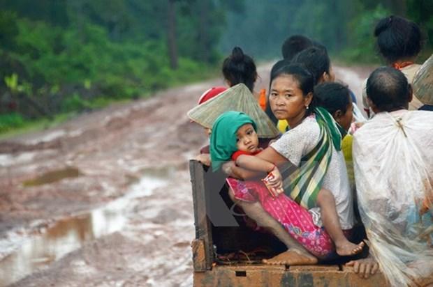 Ministerio de Defensa de Vietnam apoya con donaciones a victimas del colapso de presa en Laos hinh anh 1