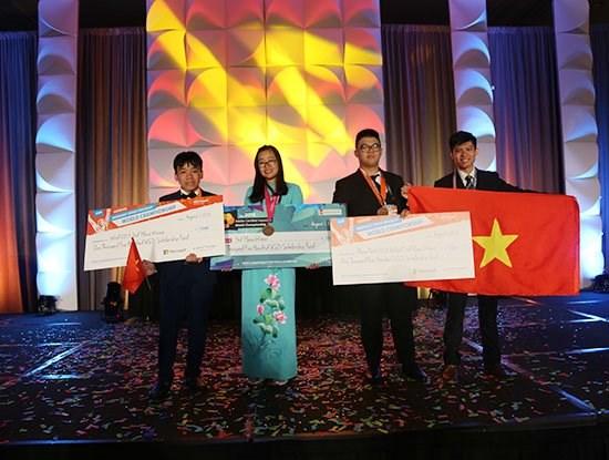 Jovenes vietnamitas ganan medallas en concursos internacionales de informatica y diseno grafico hinh anh 1