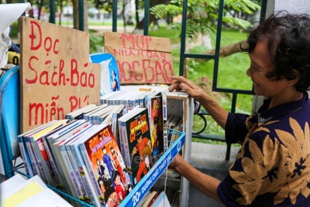 Libreria gratis de una anciana de 74 anos de edad atrae atencion de los jovenes hinh anh 1