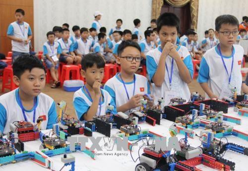 Cerca de 150 estudiantes vietnamitas participan en competencia robotica hinh anh 1