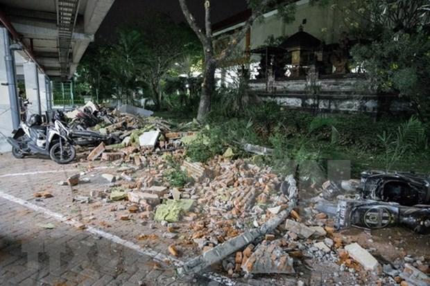 Al menos 82 muertos por terremoto en Indonesia hinh anh 1
