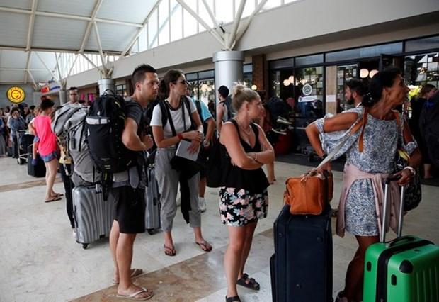 Miles de viajeros evacuados tras terremoto intenso en Indonesia hinh anh 1