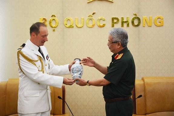 Vietnam y Francia fomentan cooperacion en defensa hinh anh 1