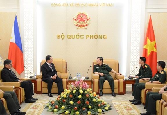 Vietnam y Filipinas fortalecen nexos en defensa hinh anh 1