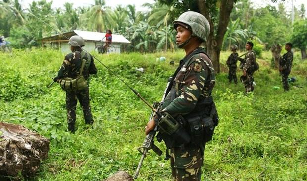 Militares de Filipinas ultiman a dos portadores de bomba casera hinh anh 1