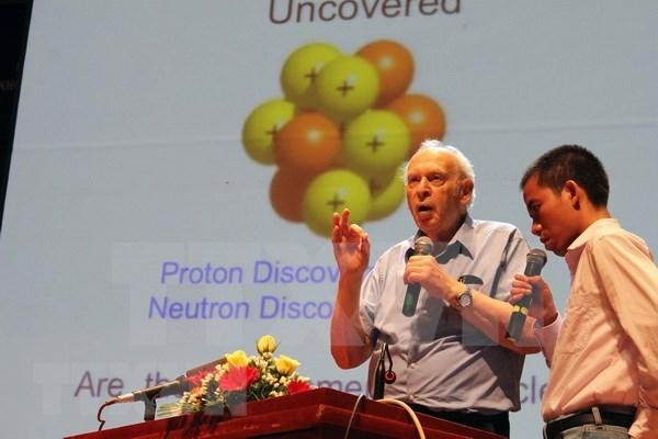 Titular de Nobel de Fisica estadounidense dialoga con estudiantes vietnamitas hinh anh 1