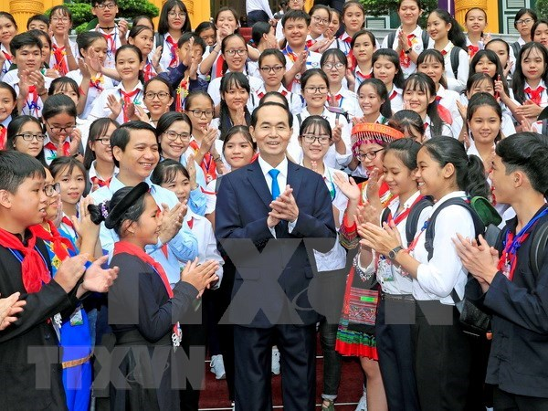 Presidente de Vietnam dialoga con miembros destacados de Destacamento de Pioneros hinh anh 1