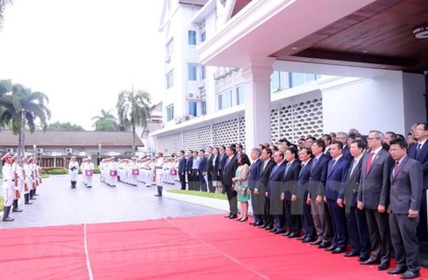 Izan en Laos bandera de ASEAN por 51 aniversario de su fundacion hinh anh 1