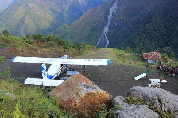 Desaparece avion con nueve personas a bordo en este de Indonesia hinh anh 1