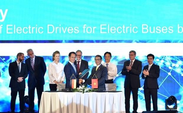 Vietnam fabrica autobuses electricos hacia un futuro verde hinh anh 1