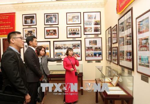 Fortalecen Vietnam y Singapur intercambio pueblo a pueblo hinh anh 1