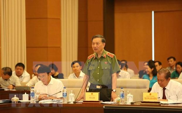 Ministro de Seguridad Publica de Vietnam explica cuestiones sobre lucha anticriminal hinh anh 1