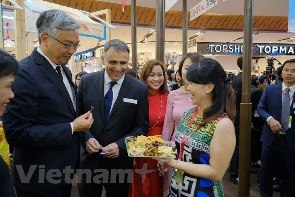 Jefes de misiones diplomaticas de Vietnam en el exterior promueven actividades comerciales e inversionistas hinh anh 1