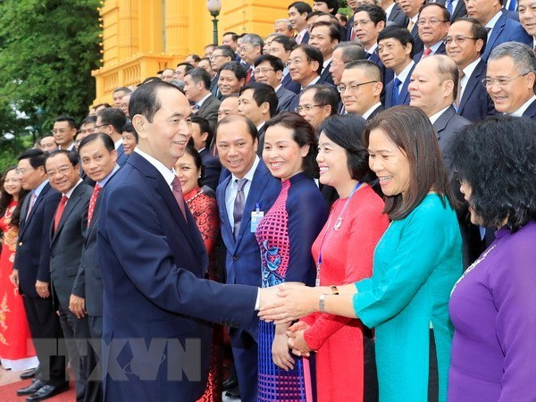 Presidente elogia aportes de jefes de misiones diplomaticas de Vietnam en el exterior hinh anh 1