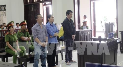 Vietnam condena a cadena perpetua a dos narcotraficantes transnacionales hinh anh 1