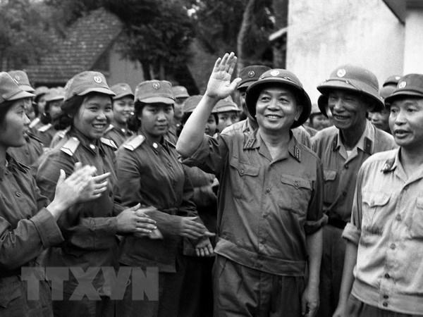 Jovenes vietnamitas recuerdan al general Vo Nguyen Giap hinh anh 1