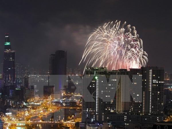 Fuegos artificiales iluminaran cielo de Ciudad Ho Chi Minh en la noche de Independencia hinh anh 1