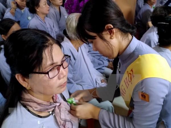 Mantienen vietnamitas tradicional ceremonia budista de gratitud hinh anh 1