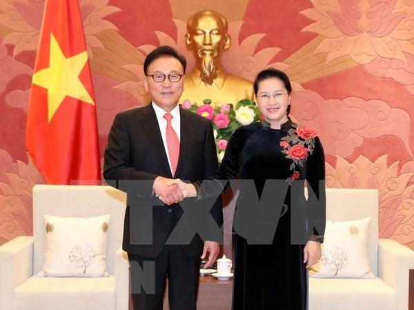 Presidenta del Parlamento de Vietnam se compromete a facilitar operaciones de empresas foraneas hinh anh 1