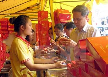 Mercado de pastel de luna en Vietnam vive ambiente vertiginoso hinh anh 1