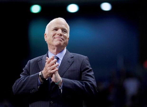 Fallece el senador McCain, quien dio aportes al fomento de nexos Vietnam-EE. UU. hinh anh 1