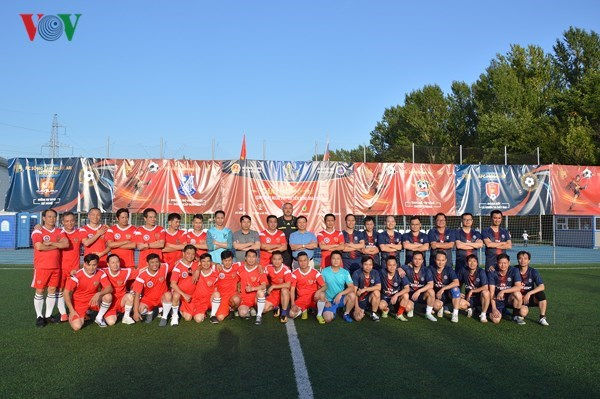 Embajador de Vietnam asiste a clausura competencia de futbol de connacionales en Rusia hinh anh 1