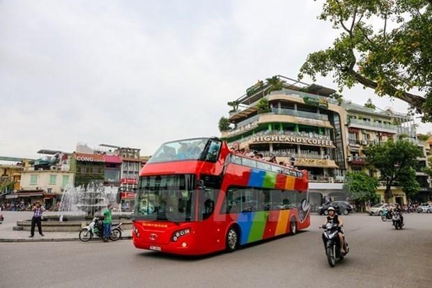 Recorrido por Hanoi en autobus de dos pisos y a precios razonables atrae a viajeros hinh anh 1