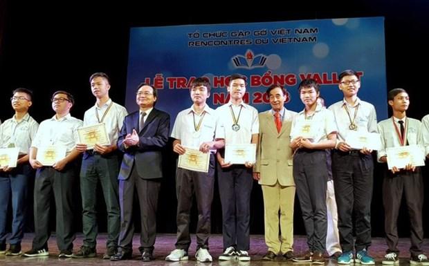Entregan becas Vallet a estudiantes sobresalientes vietnamitas hinh anh 1