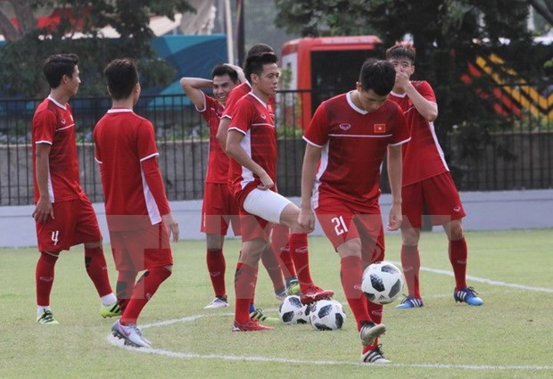 Seleccion de futbol de Vietnam se prepara para el duelo con Siria este lunes en juegos continentales hinh anh 1
