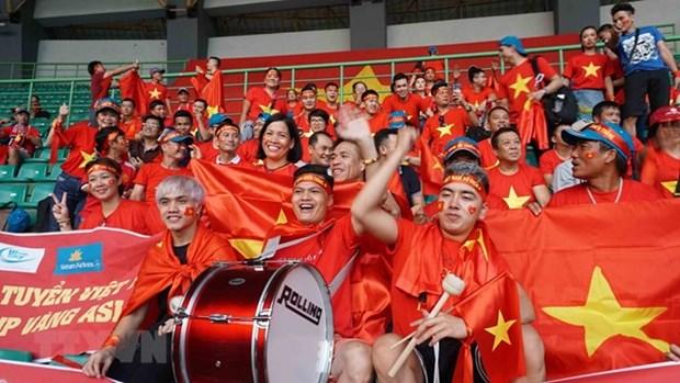 Triunfos de seleccion vietnamita de futbol aumentan vuelos a Indonesia hinh anh 1