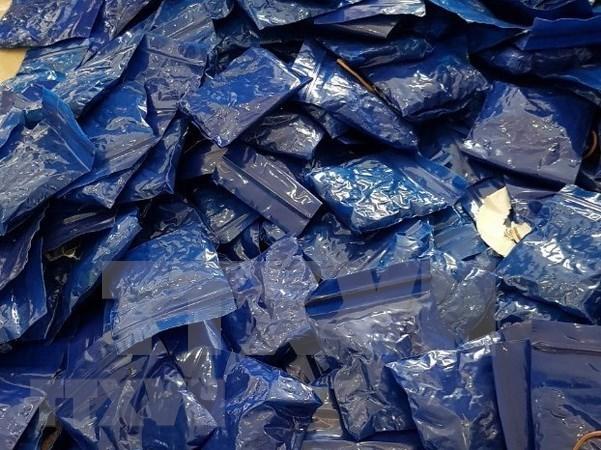 Hallan narcotrafico laosiano con 65 mil capsulas de drogas sinteticas hacia Vietnam hinh anh 1