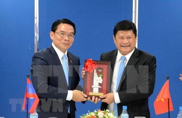Asociaciones de amistad de Vietnam y Laos por estrechar cooperacion bilateral hinh anh 1