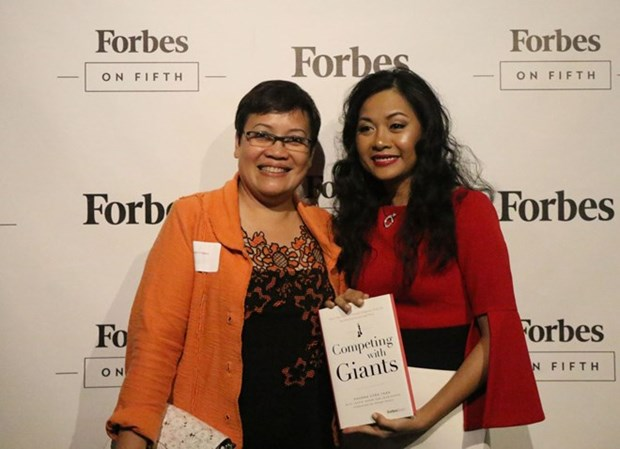 Presentan primer libro de autora vietnamita publicado por ForbesBooks hinh anh 1