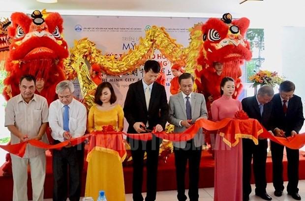 Exposicion sobre vida en ciudades vietnamita y china deleita al publico de Ciudad Ho Chi Minh hinh anh 1