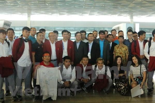 Fanaticos en Yakarta despiden a delegacion deportiva de Vietnam hinh anh 1