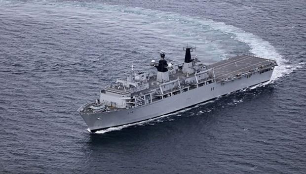 Buque HMS Albion de Marina Real Britanica atraca en puerto de Vietnam hinh anh 1