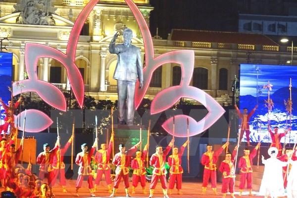 Efectuan programa artistico en Ciudad Ho Chi Minh por aniversario 73 del Dia de Independencia hinh anh 1