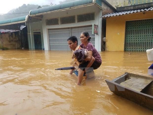 Inundaciones provocan graves perdidas humanas y materiales en Vietnam hinh anh 1