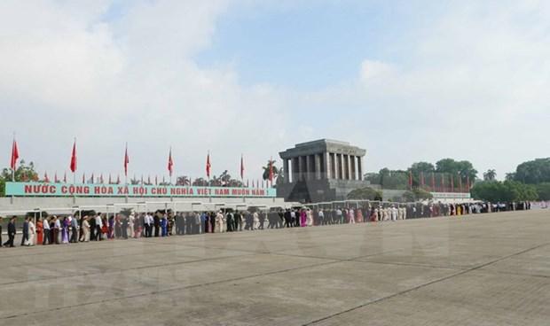 Mas de 38 mil personas visitan Mausoleo de Ho Chi Minh en ocasion del Dia de Independencia hinh anh 1