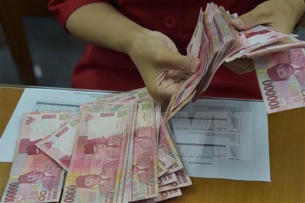 Indonesia adopta medidas para detener la fuerte caida de su moneda frente al dolar estadounidense hinh anh 1