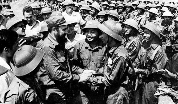 Fidel en el centro de Vietnam, en los corazones de los vietnamitas hinh anh 1