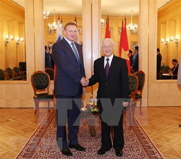 Maximo dirigente politico de Vietnam sostiene encuentro con ejecutivos de Gazprom y Zarubezhneft hinh anh 1