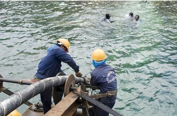 Finalizan reparacion de cables de fibra optica submarinos de Vietnam hinh anh 1