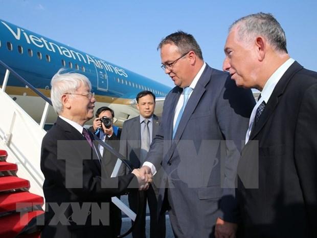 Maximo dirigente partidista de Vietnam inicia visita a Hungria hinh anh 1