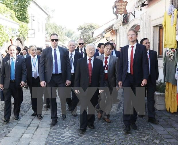 Secretario general del Partido Comunista de Vietnam visita ciudad hungara de Szentendre hinh anh 1