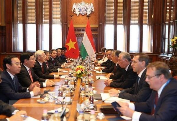 Vietnam y Hungria acuerdan elevar sus nexos a nivel de asociacion integral hinh anh 1