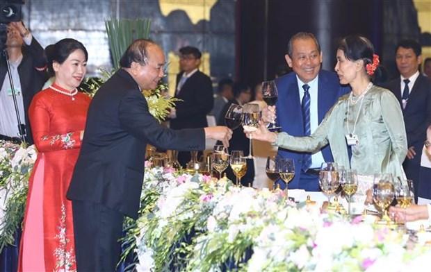 Premier de Vietnam invita a lideres mundiales a visitar su pais como turistas hinh anh 1