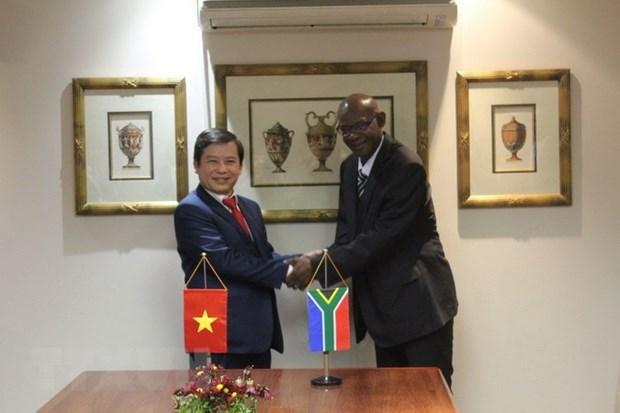 Vietnam y Sudafrica cooperan en combate contra crimenes hinh anh 1